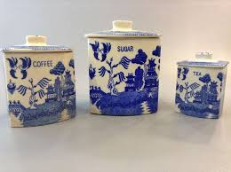 blue and white kitchen canisters vintage set of 3 blue willow kitchen canisters with lids blue