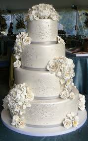 Winter Wedding Cakes Winter Wedding Cake With Flowers