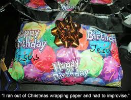 Wrapping Presents Meme - 21 people who got creative with their gift wrapping