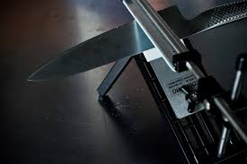 best sharpening for kitchen knives i m losing my edge 7 knife sharpeners reviewed wired