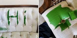 peinture pour tissu canapé comment relooker un ameublement un tissu bricobistro