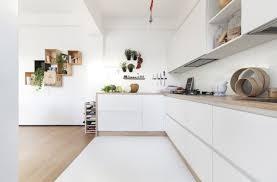 cuisines blanches et bois cuisine blanc laqué et plan de travail bois meuble et déco