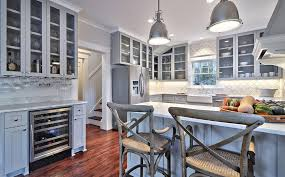 what color backsplash with gray cabinets 32 stylish ways to work with gray kitchen cabinets