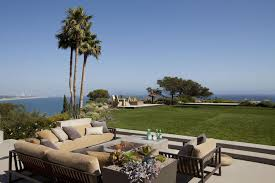 Outdoor Furniture In Los Angeles Clifftop House In Pacific Palisades Los Angeles