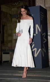 British Flag Dress Kate Middleton Stuns In Canadian Flag Inspired Dress En Route To