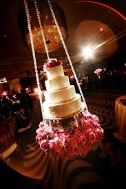 Fabulous Wedding Cake Table Ideas Using Flowers Belle The Magazine - Cake table designs