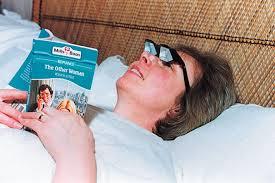 cuscino per leggere a letto prism glasses dottorgadget
