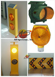 solar powered flashing yellow light outdoor traffic sign solar energy led warning sign one way arrow