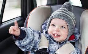 enfant sans siege auto pourquoi bébé ne doit pas garder manteau dans siège auto