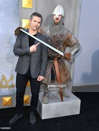eric bana arrives at the premiere of warner bros pictures king arthur picture id680525316