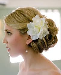 wedding hair flowers 7 ways to wear fresh flowers in your wedding day hair