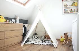 chambre bébé surface decoration chambre mansardee garcon cool deco chambre bebe mansarde