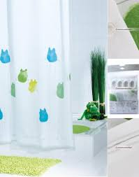 shining ceramic white floor with cute shower curtain for kid
