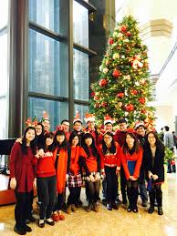 christmas caroling at central plaza the hong kong virtuoso chorus
