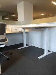 Teknion Conference Table Teknion Has A Livello Counterbalance Sit To Stand Table It Holds