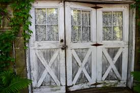 Shabby Chic Garden by 5 Things You Need For A Shabby Chic Garden Shed Estilo Tendances