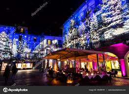 festive christmas decorations on facades of buildings in como
