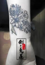single needle work by aaron zhang really small tattoo really fun