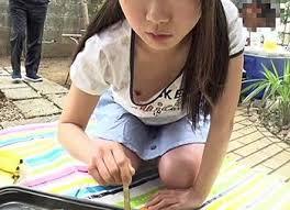 JS小学生高学年  乳首チラ|未成熟な貧乳オッパイがエロくて堪らない!