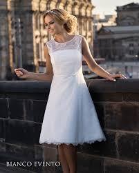 robe mariã e courte robe de mariée courte en dentelle pinteres