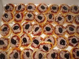 canap au thon mini pizzas au thon les recettes de joanna