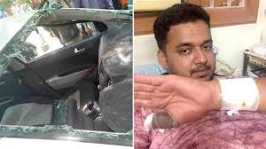 in pics horse crashes through car u0027s windshield in rajasthan