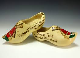 file susan ford u0027s wooden clogs jpg wikimedia commons