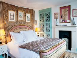 simple bohemian bedroom decorating ideas with low beds laredoreads