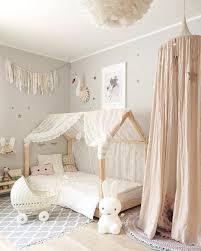 chambre enfant m décoration harmonieuse pour une fille blanc