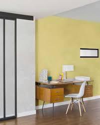 peinture pour bureau peinture à effet nacré jaune pour éclairer un coin bureau