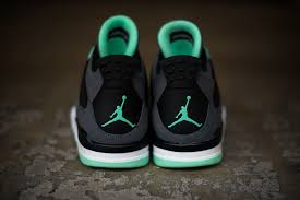 green glow 4 detailed look air 4 retro green glow sole collector