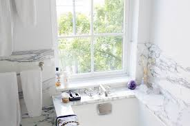 Easy Bathroom Decorating Ideas Inspired By The Top Into The Gloss - Bathroom upgrades 2