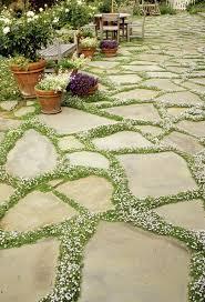 Round Patio Pavers by Best 25 Paving Stone Patio Ideas On Pinterest Paver Stone Patio