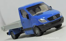 Two Lane Desktop Mercedes Benz Sprinter U0027s Maisto M C Toys