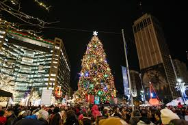 detroit u0027s tree lighting kicks off downtown holiday festivities