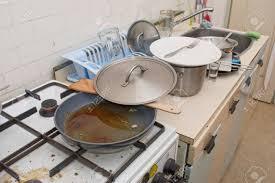 cuisine sale ancienne cuisine vraiment sale et désordonné banque d images et