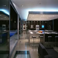 cuisine ouverte moderne la lumière tamisée et les vitres sont batcuisine