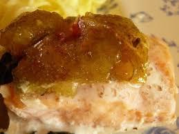 cuisiner du saumon au four la saison des figues saumon figues verveine au four recette ptitchef