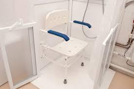 siège pour baignoire handicapé siege salle de bain pour handicap free pour faciliter luaccs