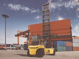 new hyster 11t empty container handler lifts two reefers with