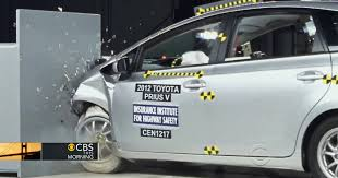 crash test siege auto 2013 toyota vehicles deemed poor in crash test cbs