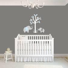 stickers muraux chambre bébé pas cher idée déco chambre bébé sympa et originale à motif d éléphant lit