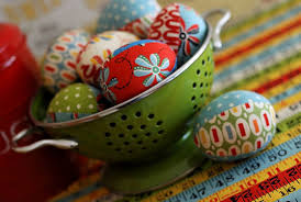 eco easter eggs inhabitots link roundup of the week eco egg decorating eggs