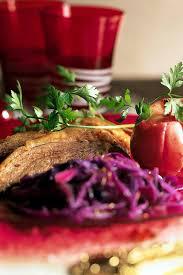 comment cuisiner l oie recette oie rôtie aux pommes et chou cuisine madame figaro
