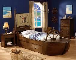 deco pirate chambre décoration de lit d enfant idées pour les filles et les garçons