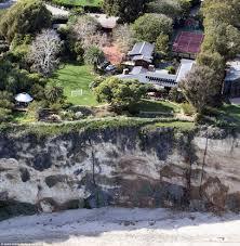 Stark Malibu Mansion Julia Roberts Scoops Up 4m Shabby Home To Add To Malibu Portfolio