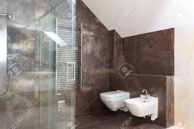 moderne badezimmer fliesen grau uncategorized kühles bad braun grau mit moderne badezimmer