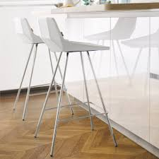 bar dans une cuisine chairs and bar stools for your bespoke kitchen schmidt