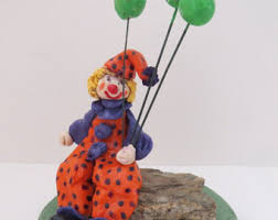 clown baloons clown with balloons