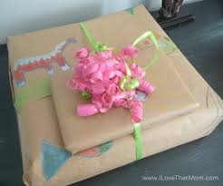 ilovethatmom create your own wrapping paper and sleep in